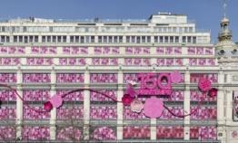 Pour ses 150 ans, le Printemps voit la vie en rose
